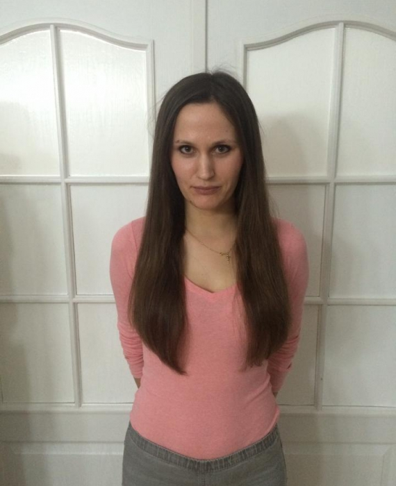 Brunette z włosami do pasa