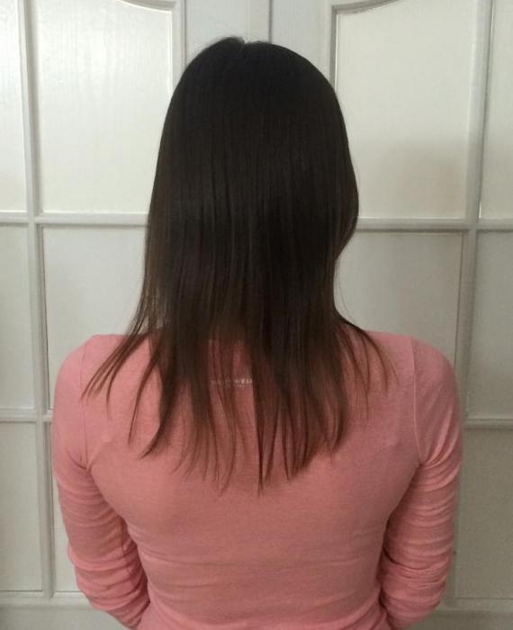 Brunetka tyłem,włosy do ramion