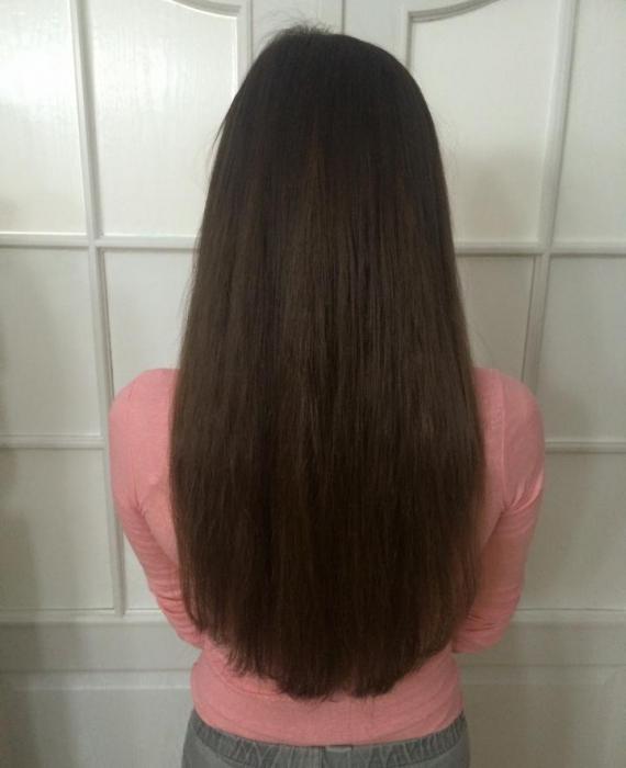 Brunette tyłem włosy do pasa
