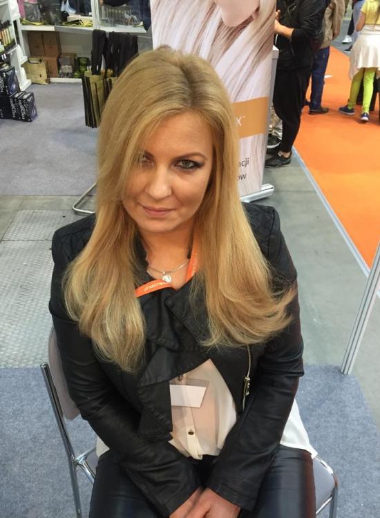 Kobieta, blondynka długie włosy